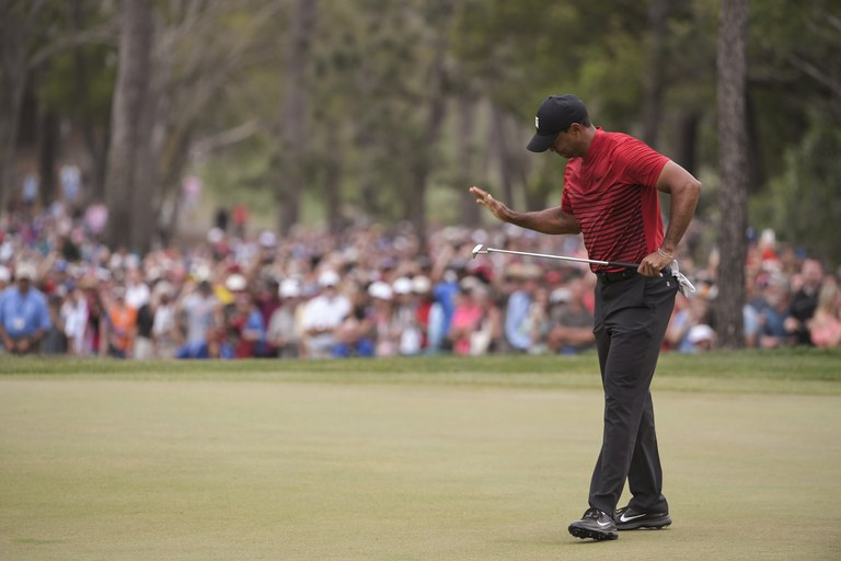 How can Tiger Woods leave a putt short at the worst possible time ...